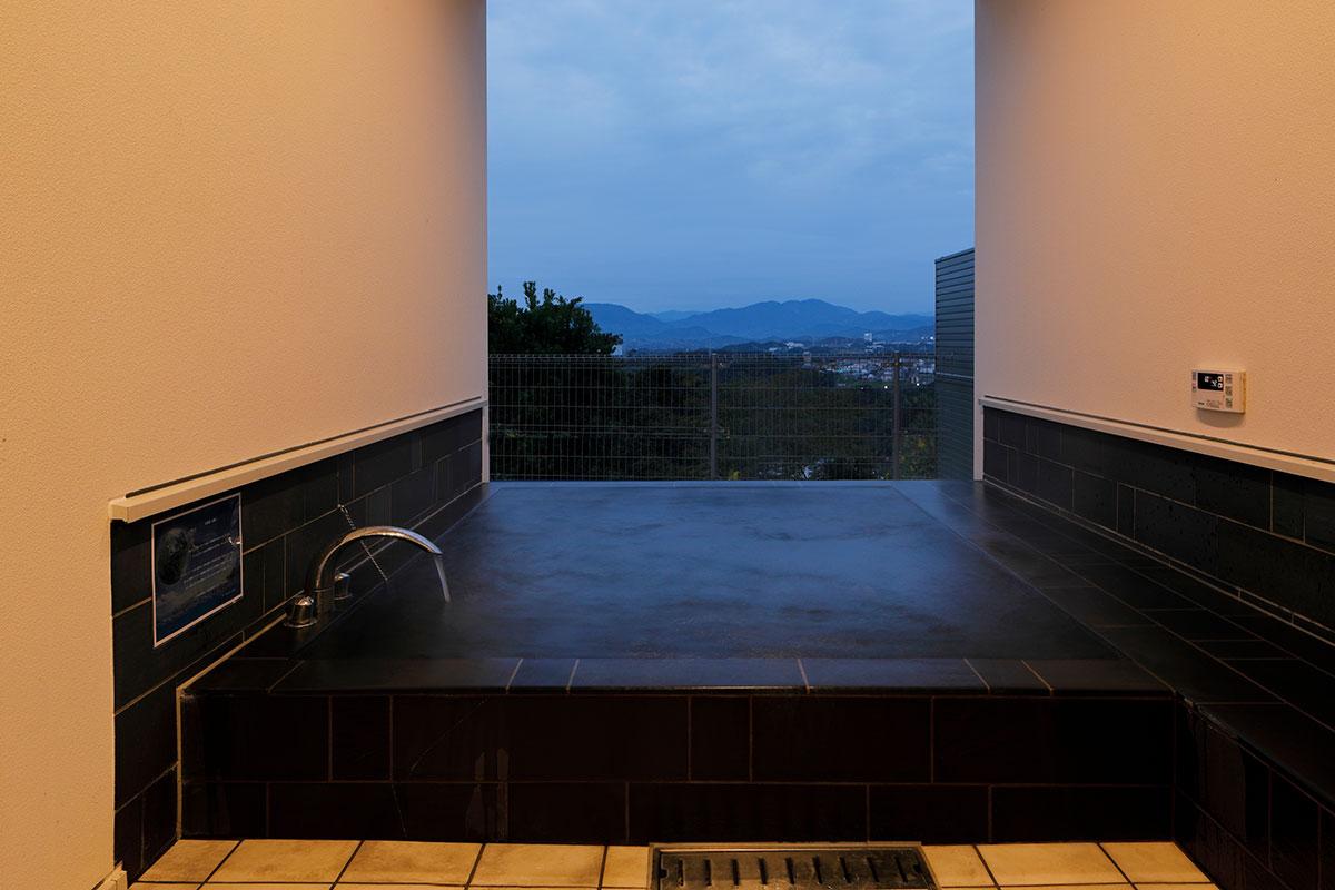 C棟:大型の露天風呂