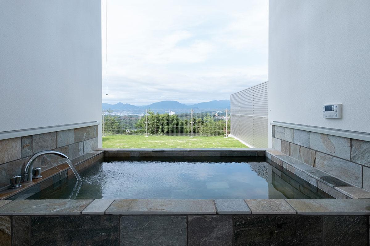 F棟:大型の露天風呂